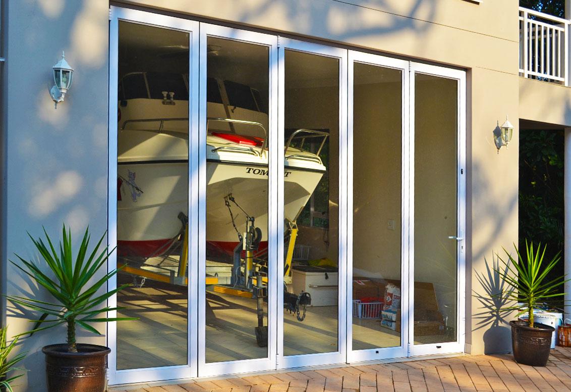 folding-and-stack-doorss-double-vision-aluminium-port-shepstone1-kzn